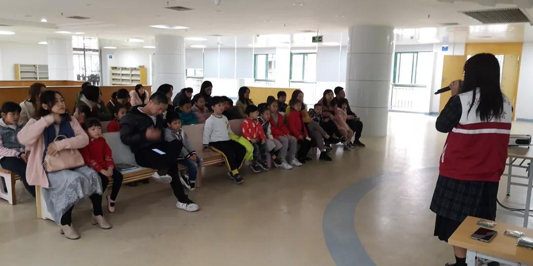 """""""甜橙树""""少儿阅读推广系列活动——爱不释书"""